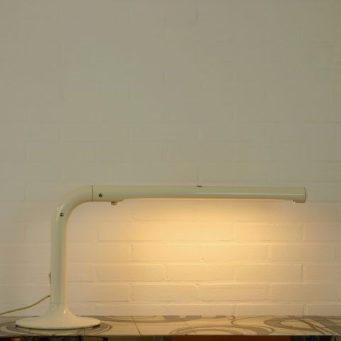 Tube bureaulamp van Anders Pehrson Zweden