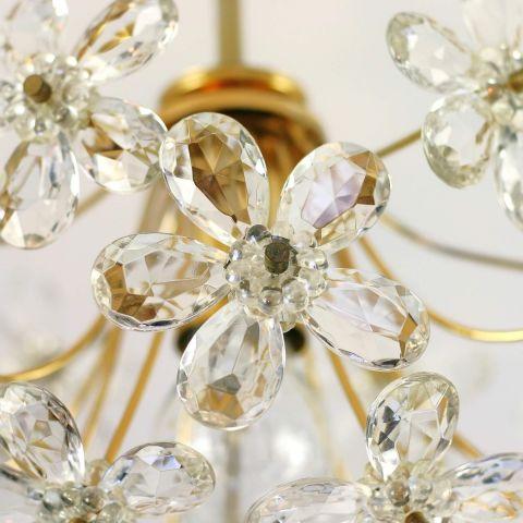 Italiaanse kroonluchter met facet geslepen kristallen bloemen.
