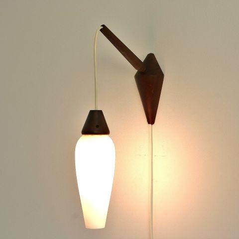 Wandlamp Scandinavisch Design, zgn. Hengellamp
