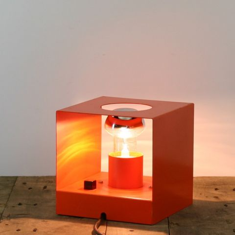 Kubus Space-Age wand/tafellamp.