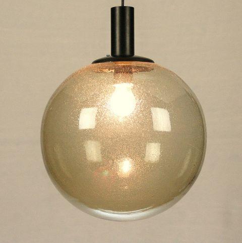 Jaren 60 hanglamp met grote glazen bol Glashütte Limburg