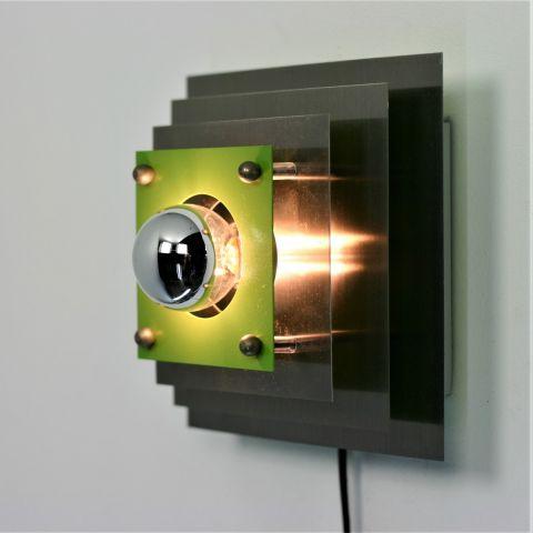 Kubistische metalen wandlamp