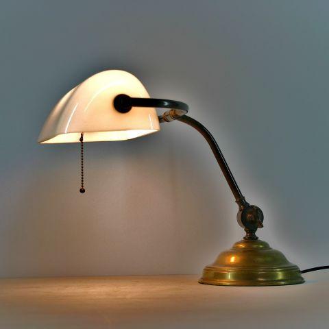 Zeldzame originele notaris/bankierslamp met een witte kap jaren 20