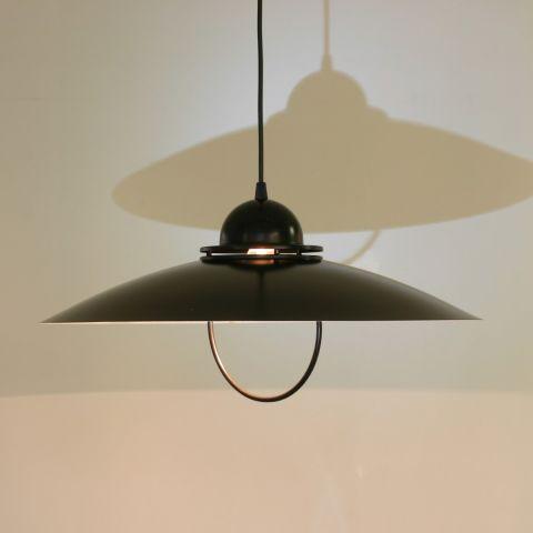 Strakke zwarte vintage hanglamp uit de jaren 80.